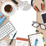 Concetto dell'area di lavoro del posto di lavoro con il responsabile Table degli articoli per ufficio Fotografie Stock