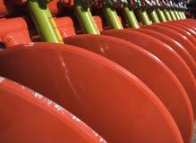 Concetto dell'attrezzatura di agricoltura Primo piano dettagliato dell'erpice di disco, macchinario agricolo Colpo all'aperto Fotografia Stock