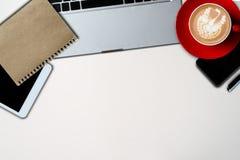 Concetto dell'ufficio del lavoro di scrittorio di affari di vista superiore fotografie stock