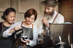 Concetto della caffetteria di Making Coffee Cafe di barista immagine stock libera da diritti