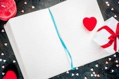 Concetto della cartolina d'auguri di giorno del ` s del biglietto di S. Valentino Fotografie Stock