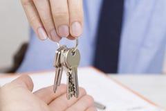Concetto della casa di affitto o di acquisto fotografia stock libera da diritti