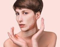 Concetto della chirurgia plastica della pelle Fronte della donna con i segni e le frecce fotografia stock