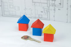 Concetto della costruzione con la chiave alla casa Fotografia Stock Libera da Diritti
