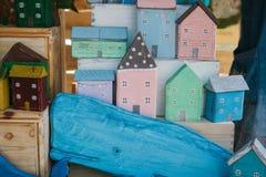 Concetto della costruzione ed ambientale Case di legno Fotografia Stock Libera da Diritti