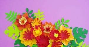 Concetto della decorazione del fiore del mestiere di carta Fiori e foglie fatti di carta immagine stock libera da diritti