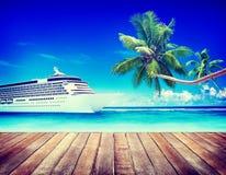 Concetto della destinazione di rotta navale di crociera di Skylline di vista sul mare di estate immagine stock