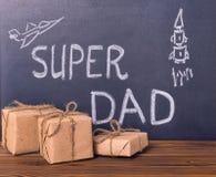 Concetto della festa del papà con il papà eccellente e il pict del testo scritto a mano Fotografia Stock Libera da Diritti