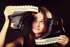 Concetto della gente - adolescente in scarpe casuali Fotografie Stock