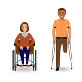 Concetto della gente di inabilità Donna invalida in sedia a rotelle ed in uomo disabile con le grucce isolate su un fondo bianco Fotografie Stock