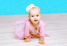 Concetto della gente e di Natale - bambino sveglio della bambina Fotografie Stock Libere da Diritti