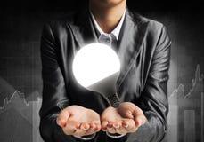 Concetto della lampadina come simbolo di nuova idea Immagini Stock