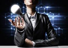 Concetto della lampadina come simbolo di nuova idea Immagini Stock Libere da Diritti