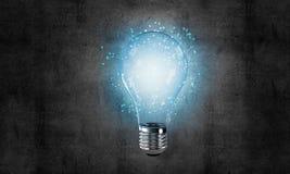 Concetto della lampadina come simbolo di nuova idea Fotografie Stock Libere da Diritti