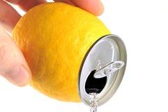 Concetto della latta di soda del limone fotografia stock