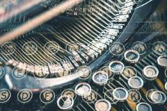 Concetto della macchina da scrivere della vecchia scuola fotografie stock