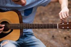 Concetto della natura della chitarra di stile di vita del musicista immagini stock