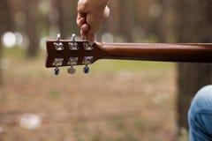 Concetto della natura della chitarra di stile di vita del musicista fotografia stock