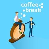 Concetto della pausa caffè di Sit On Alarm Clock Drink dell'uomo di affari Immagine Stock