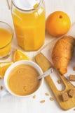 Concetto della prima colazione - succo d'arancia, croissant e caffè Fotografia Stock Libera da Diritti