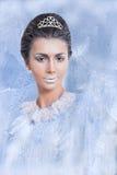 Concetto della regina della neve con un forte sguardo Fotografia Stock