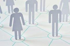 Concetto della rete e di lavoro di squadra - uomo e donna che lavorano insieme As fotografie stock