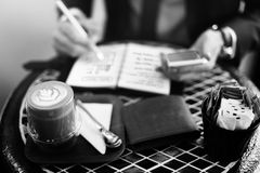 Concetto della rottura di Working Plan Coffee dell'uomo d'affari fotografia stock libera da diritti