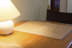 Concetto della serie di hotel con la lampada ed il piano d'appoggio Immagine Stock Libera da Diritti