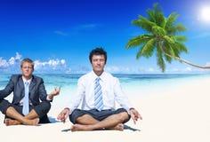 Concetto della spiaggia di svago di estate di meditazione di affari Immagini Stock