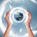 Concetto della terra di ecologia - protettori della terra (elementi di questa immagine ammobiliati dalla NASA) immagine stock libera da diritti
