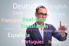 Concetto della traduzione online dalla lingua straniera fotografie stock