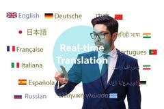 Concetto della traduzione in tempo reale dalla lingua straniera fotografie stock libere da diritti