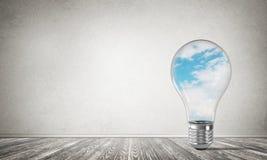 Concetto delle innovazioni di Eco per mezzo della lampadina Fotografie Stock