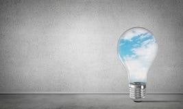 Concetto delle innovazioni di Eco per mezzo della lampadina Immagini Stock Libere da Diritti