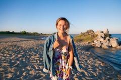Concetto delle vacanze estive in mare e stile in tensione fotografia stock libera da diritti