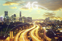 Concetto dello scape e del collegamento della città e fonte di 4g LTE Immagini Stock