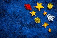 Concetto dello spazio Stelle tirate, pianeti, asteroidi sullo spazio blu della copia di vista superiore del fondo dello spazio co Immagini Stock Libere da Diritti