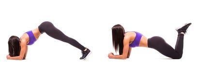 Concetto dello stile di vita sano nell'insieme La donna di bellezza di sport fa gli esercizi di forma fisica della plancia su fon Fotografie Stock Libere da Diritti