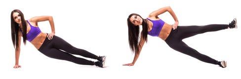 Concetto dello stile di vita sano nell'insieme La donna di bellezza di sport fa gli esercizi di forma fisica della sponda su fond Fotografia Stock