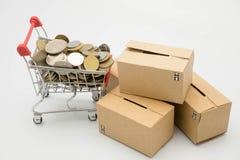Concetto di acquisto, del carrello, della moneta e delle caselle di controllo Fotografia Stock