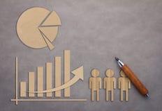 Concetto di affari con il taglio della carta millimetrata di diagramma a torta e del grafico Fotografia Stock