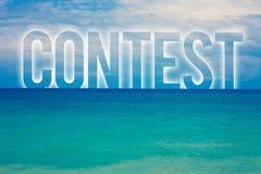 Concetto di affari di concorso del testo di scrittura di parola per l'acqua blu della spiaggia di conquista di evento della conco fotografia stock