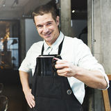 Concetto di affari della bevanda del grembiule di Coffee Steam Cafe di barista fotografia stock libera da diritti