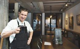 Concetto di affari della bevanda del grembiule di Coffee Steam Cafe di barista immagini stock libere da diritti