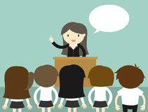 Concetto di affari, donna di affari che parla sul podio Fotografia Stock