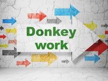 Concetto di affari: freccia con il lavoro di asino sul fondo della parete di lerciume Fotografie Stock Libere da Diritti