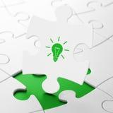 Concetto di affari: Lampadina sul fondo di puzzle Fotografia Stock