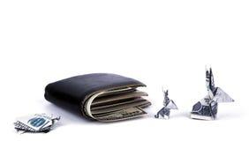 Concetto di affari: Origami coniglio e tartaruga di valuta del dollaro con il vecchio portafoglio nero Fotografia Stock Libera da Diritti