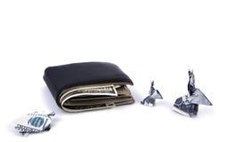 Concetto di affari: Origami coniglio e tartaruga di valuta del dollaro con il vecchio portafoglio nero Fotografie Stock