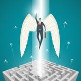 Concetto di affari, uomo d'affari con le ali che volano su dal mA Immagine Stock